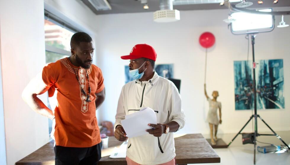 PÅ JOBB: Skuespiller Paul Louis instrueres av serieskaper Prince Joe. Foto: Bikphotography