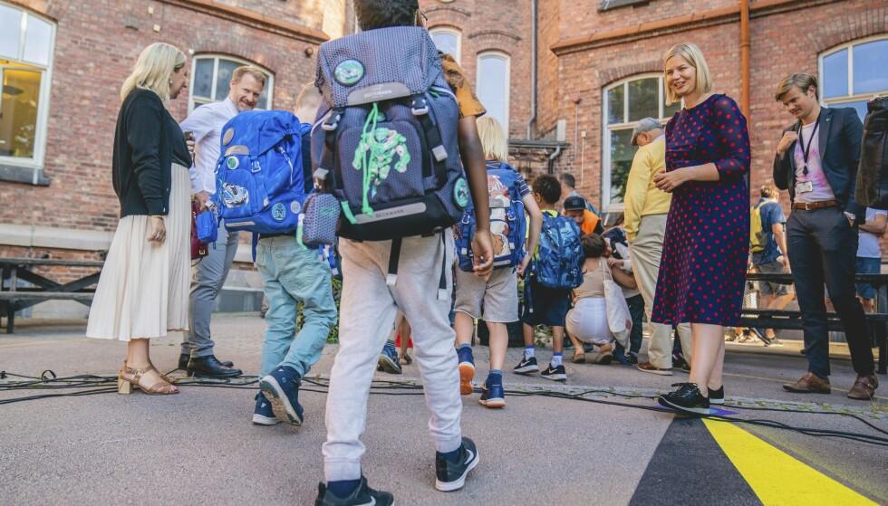 BEKYMRET: Kunnskapsminister Guri Melby sier det er viktig at det lettes på tiltakene rettet mot barn og unge så snart det er mulg. Foto: Stian Lysberg Solum / NTB