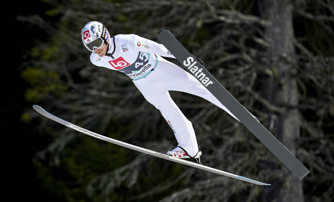 ALVORET I GANG: Verdenscupen i skihopping starter i Wisla denne helga. Her er Robert Johansson i svevet i Granåsen tidligere i år. Foto: Ole Martin Wold / NTB