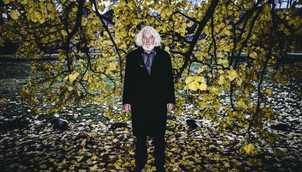 SLEKTSGRANSKEREN: Edvard har gjøvet løs på sin sjette historiske roman om slekta, og serverer krig, sult, tro og kjærlighet. Foto: Morten Rakke