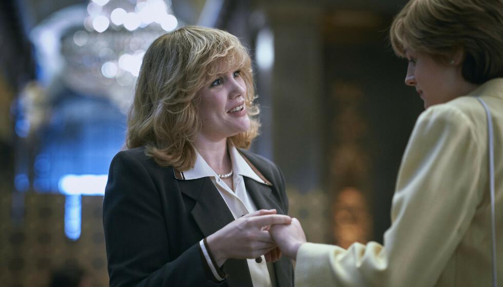 SPILLER ELSKERINNE: Emerald Fennell spiller hertuginne Camilla i serien. Hun blir malt som elskerinnen prins Charles er helt avhengig av under ekteskapet med prinsesse Diana. Foto: Netflix / NTB