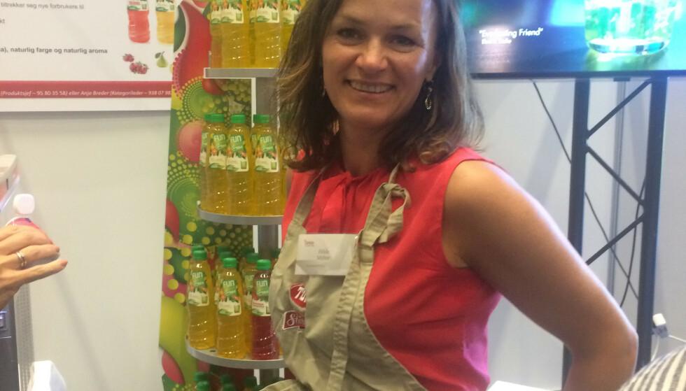 JULESAFTOPPFINNER: Hilde Myhre jobber med å utvikle smaker på FunLight. Og denne gangen har hun virkelig truffet blink. Foto: Privat