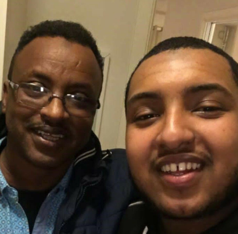 DØDSDØMT: Saad Jidre er dømt til døden i Somaliland. Her sammen med sønnen Mustafa Hayd. - Pappa forsøkte å berolige meg, da jeg snakket med ham, sier sønnen. Foto: Privat