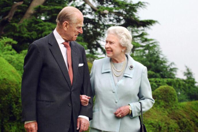 2007: Dronning Elizabeth brukte den samme brosjen da hun og prinsen feiret 60 års bryllupsdag i 2007. Foto: Fiona Hanson / Pa Photos / NTB
