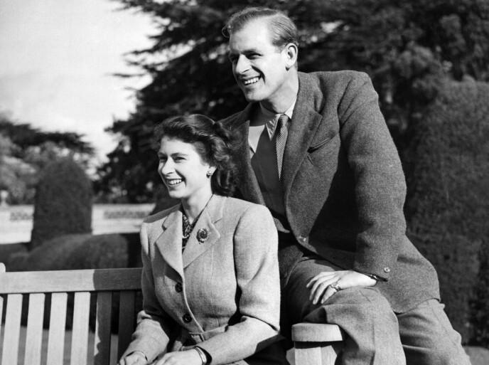 1947: Brosjen har vært i dronningas eie siden 1946. Her er den i bruk under bryllupsreisen i 1947. Foto: AFP / NTB