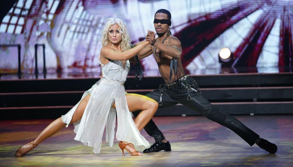 ROSES: Helene og Nate fikk mye skryt for sin første dans. Foto: Espen Solli / TV 2
