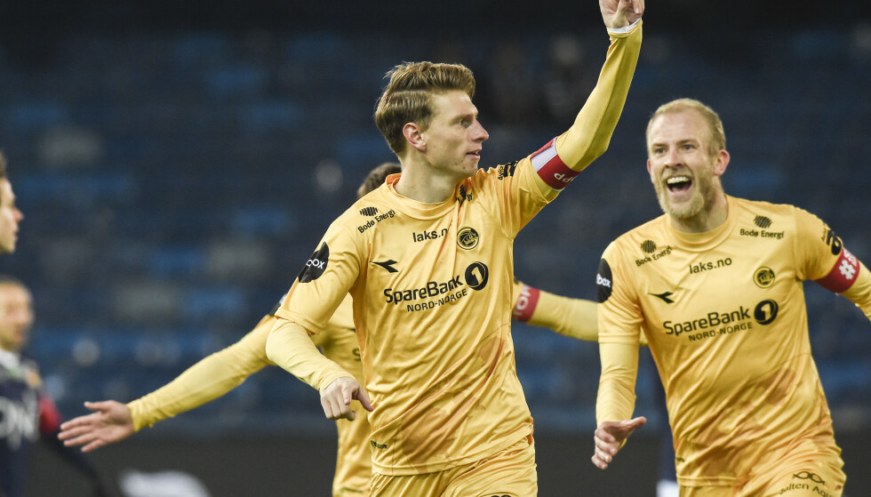 GULLET ER SIKRET: Kasper Junker feirer Bodø/Glimts 1–0 i Drammen. Med 18 poengs ledelse på Molde kan de bruke resten av sesongen til å feire tidenes mest overbevisende seriegull i norsk fotball. Foto: Fredrik Varfjell / NTB
