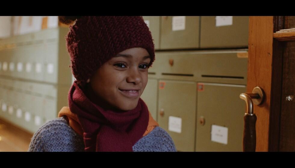- MORSOM OG STERK KARAKTER: India Dee Kvangarsnes i rollen som Aliyah i «Stjernestøv». Foto: NRK