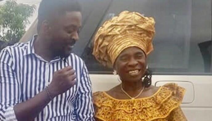 KJÆRT GJENSYN: I 2018 fikk Prince Joe endelig møte moren Esther Joe i hovedstaden Monrovia i Liberia. Krigen skilte dem, og de hadde ikke sett hverandre siden 2002. Foto: Privat