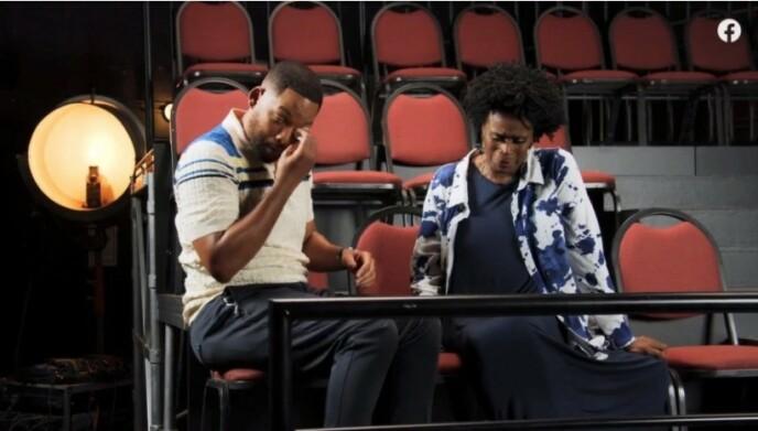 BRYTER SAMMEN: Will Smith bryter sammen i tårer etter at han får høre hvor vanskelig skuespillerkollegaen har hatt det de siste åra. Foto: Skjermdump Facebook