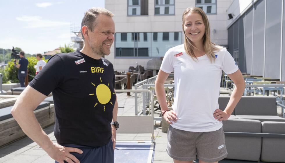 Landslagstrener Thorir Hergeirsson og Silje Solberg under en treningsleir i Norge i juni. Foto: Tor Erik Schrøder / NTB