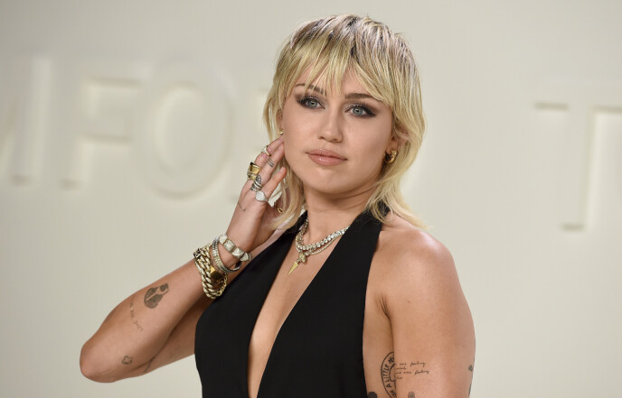 ÅPEN OM KJÆRLIGHET: Miley Cyrus har flere ganger lettet på sløret rundt kjærlighetslivet sitt. Foto: Jordan Strauss/Invision/AP/NTB