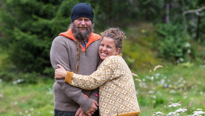 GOD STEMNING: FranK Tore Aniksdal og Eunike Hoksrød møttes under innspillingen av «Torpet» på TV 2. Nå skal de gifte seg. Foto: Tor Lindseth /Se og Hør