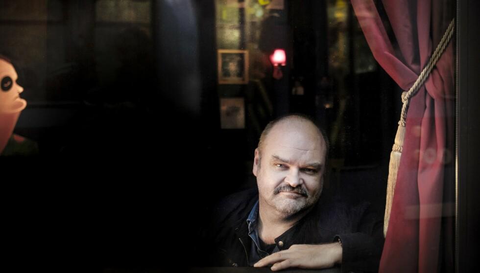 - EN ÆRE: Komiker Atle Antonsen skryter av Behold Oslo-kampanjen. Her i vinduet til Meyers ved en tidligere anledning. Foto: Linda Næsfeldt / Dagbladet