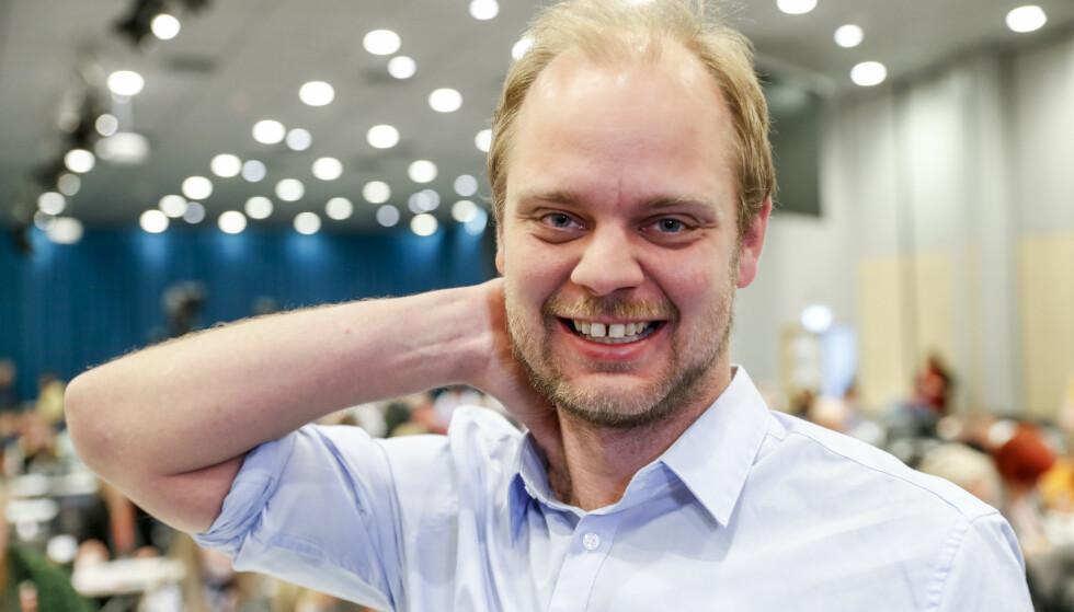 SEKSTIMERSDAG: Leder i Rødt Stavanger, Mímir Kristjánsson, tror at særlig mange småbarnsforeldre vil nyte godt av kortere arbeidsdager. Foto: Terje Bendiksby / NTB