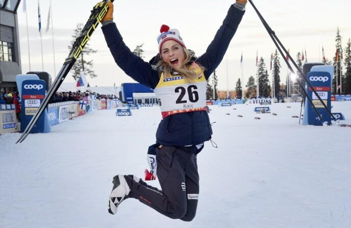 GODE MINNER: Kuusamo og Ruka er kjent for det kalde været. Her jubler Therese Johaug etter seieren på 10-kilometeren i 2018. Foto: Markku Ulander / AP / NTB