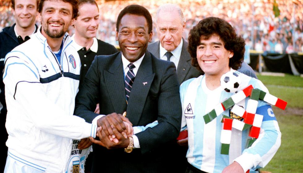 Pelé sammen med Italia-kaptein Alessandro Altobelli og Argentina-kaptein Diego Maradona i 1987. Foto: AP / NTB