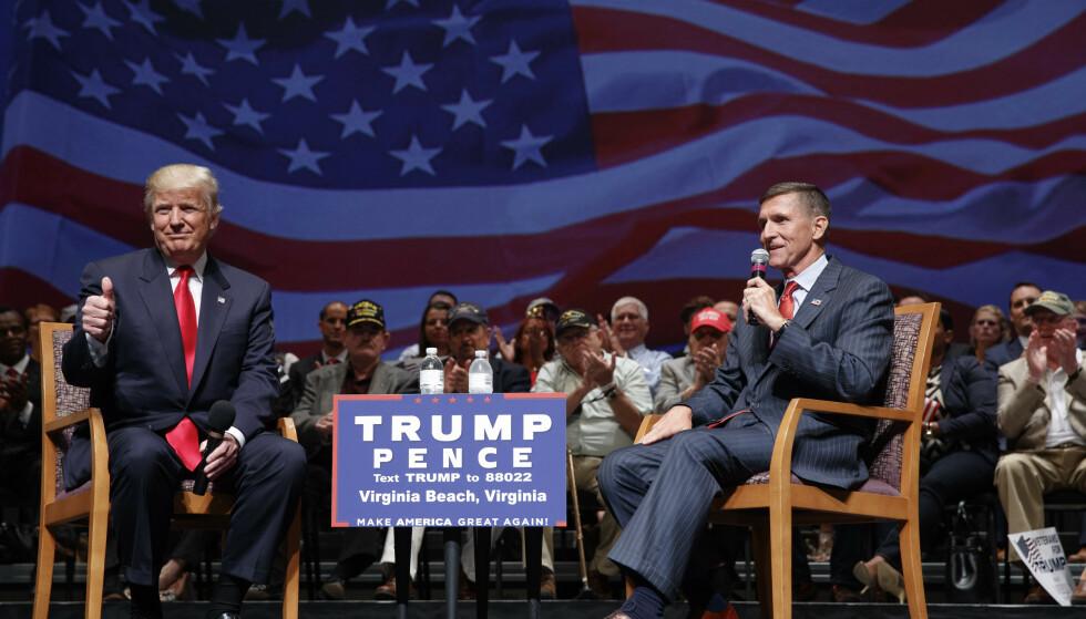 SAMMEN: USAs president, Donald Trump, sammen med Michael Flynn, under et valgkampmøte før valget i 2016. Foto: AP Photo/Evan Vucci, file