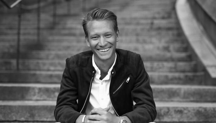 ADVARER: Charlie Eriksson er gründer for organisasjonen «Aldrig Ensam» - «aldri ensom» på norsk - som jobber for åpenhet av psykisk sykdom. Det er på organisasjonens Facebook-side at Eriksson advarer mot covid-19. Foto: Privat