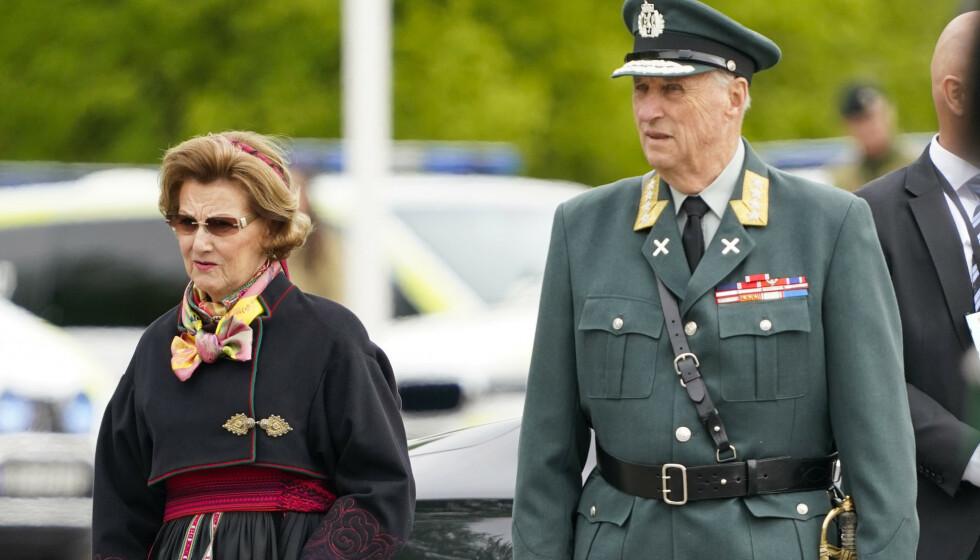 TESTET NEGATIVT: Torsdag formiddag kom nyheten om at kongeparet er ute av karantene. Foto: Lise Åserud / NTB