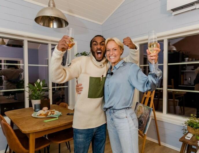 BEHOLDER PREMIEN: Levi og Øyunn har ingen planer om å selge hytta, som har en verdi på rundt tre millioner kroner. De har heller funnet en annen løsning. Foto: TV 2