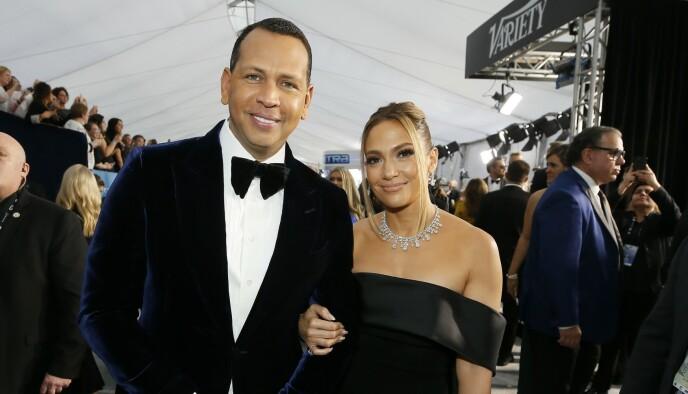 FORLOVET: I fjor gikk Alex Rodriguez ned på et kne og fridde til Jennifer Lopez. Han fikk et ja, men paret har ingen planer om å gifte seg riktig enda. Foto: Reuters / Danny Moloshok / NTB