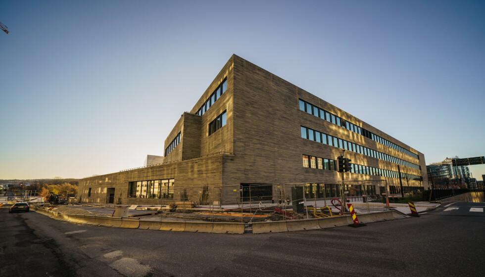 VEKKER REAKSJONER: Det nye Nasjonalmuseet, som bygges på Vestbanen i Oslo, vil ikke åpne før 2022. Onsdag ba de Munchmuseet om å trekke seg fra en NRK-debatt. Foto: Stian Lysberg Solum / NTB
