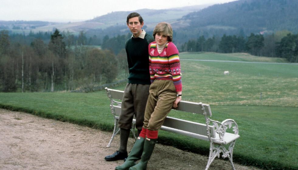 PÅ BALMORAL: Charles og Diana fotografert før bryllupet sitt, i landlige omgivelser og godt skodd. Foto: NTB