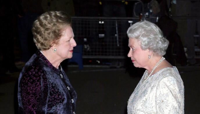 TO GIGANTER: Margaret Thatcher og dronning Elizabeth sammen i anledning dronningens 80-årsdag. Foto: NTB