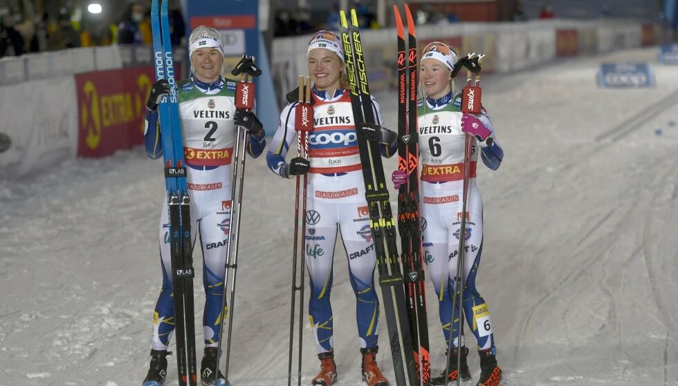 SVENSK TRIPPEL: Linn Svahn (i midten) sammen med Maja Dahlqvist (til venstre) og Jonna Sundling. Foto: NTB