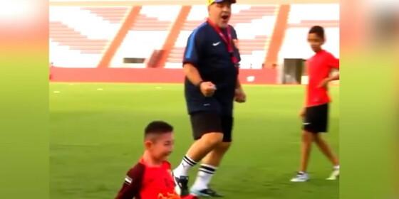 Image: Det Maradona gjør rører alle