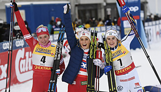 SENSASJON: Therese Johaug er overrasket over at Tatiana Sorina ble med henne og Ebba Andersson på pallen i Ruka. Foto: NTB Scanpix