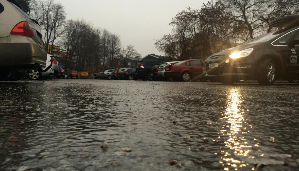FELLE: Underkjølt regn kommer bardus på intetanende bilførere. Foto: Lise Åserud / NTB
