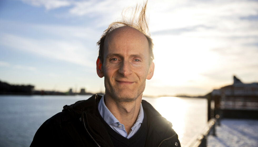 METEOROLOGEN: Statsmeteorolog Terje Alsvik Walløe redegjør for været til uka. Foto: Tore Meek / NTB