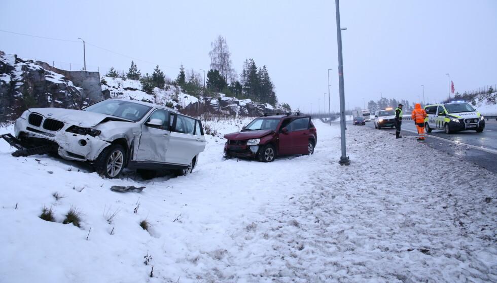 ULYKKER: Underkjølt regn medfører større og mindre ulykker. Her fra Slitu i Østfold i romjula 2018. Foto: Freddie Larsen / NTB