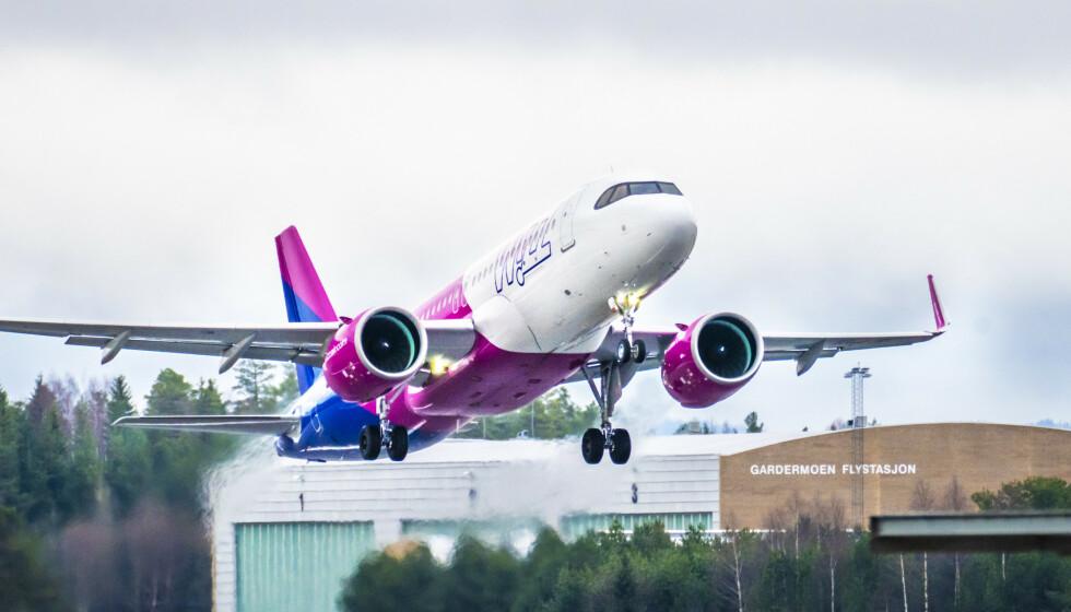 FLY: Et fly fra Wizz Air tar av fra Oslo Lufthavn Gardermoen. Foto: Ole Berg-Rusten / NTB