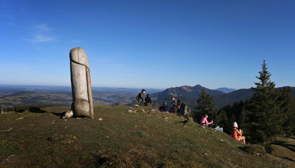 POPULÆR: Kjempepenisen har blitt et populært turistmål de siste årene. Foto: Karl-Josef Hildenbrand / DPA / NTB