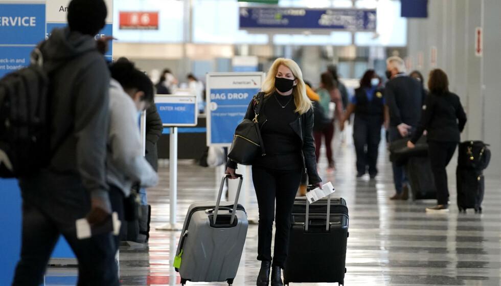 REKORDHØYT: 1,2 millioner amerikanere var innom amerikanske flyplasser søndag, til tross for at det amerikanske smittevernsenteret CDC frarådet reising. Foto: NTB / AP Photo / Nam Y. Huh