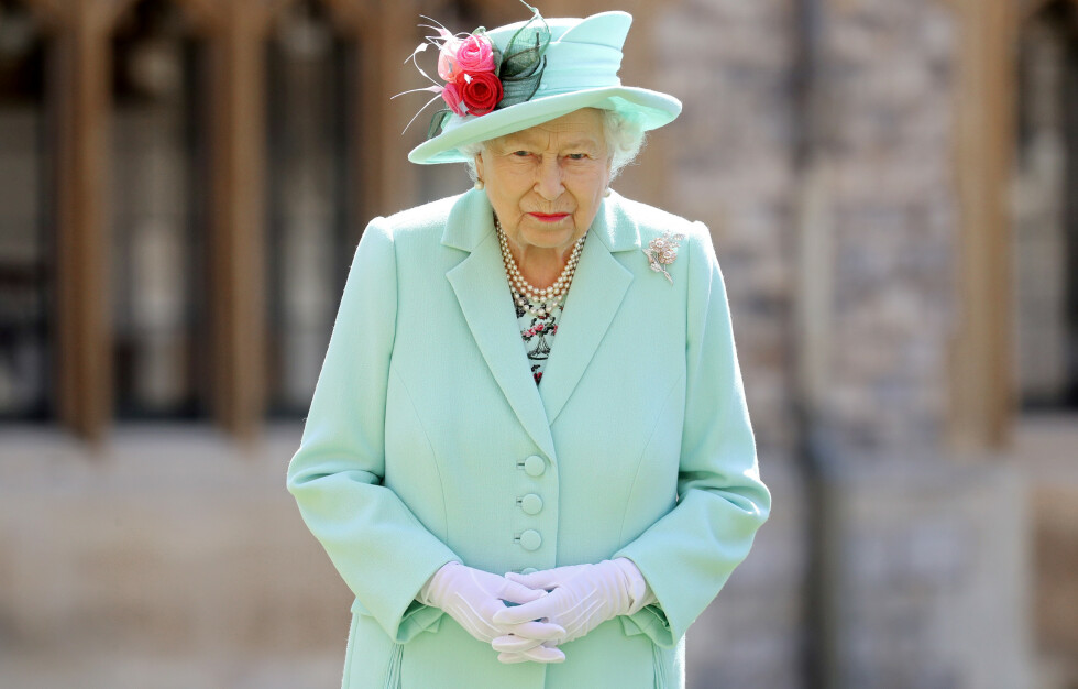 TYVERI: Dronning Elizabeth har fått frastjålet flere eiendeler. Disse har seinere blitt solgt på nettet. Foto: Chris Jackson / REUTERS / NTB