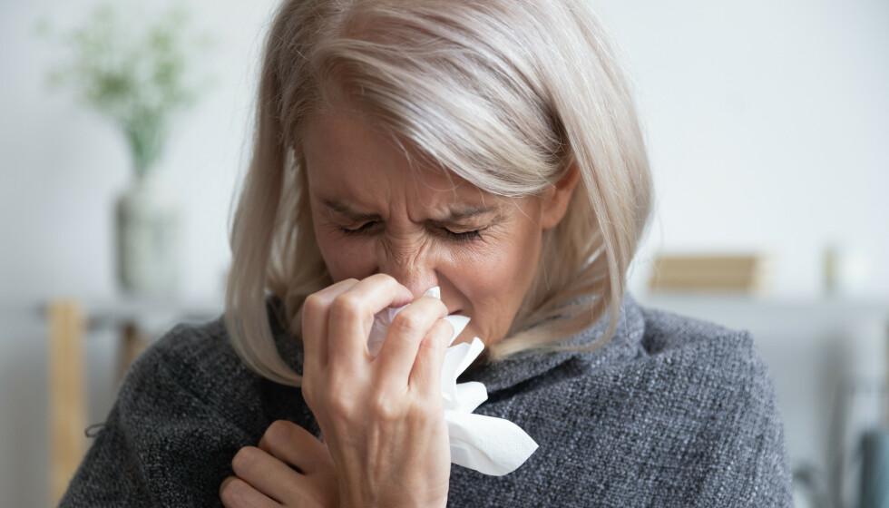 HOSTE: Alt fra slimhoste, tørrhoste og langvarig hoste kan være tegn på ulike infeksjonssykdommer. Illustrasjonsfoto: Shutterstock / NTB Scanpix