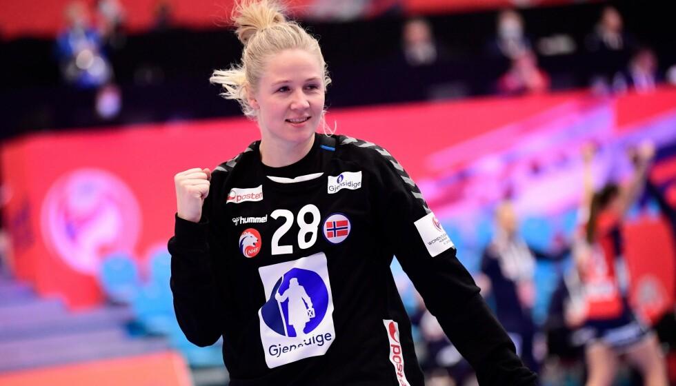 NORGES NYE STJERNEKEEPER: Rikke Granlund imponerte i mål i EM-premieren. Foto: Bo Amstrup / Ritzau Scanpix / AFP