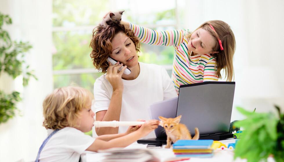 2020: Året da hjemmekontor skulle bli allemannseie og vi skulle få ubegrenset tid med de vi er mest glad. Da grensene mellom jobb og hjem ble visket ut og påminnelsene om alt du ikke får til står i kø, skriver innsenderen. Foto: Shutterstock/NTB
