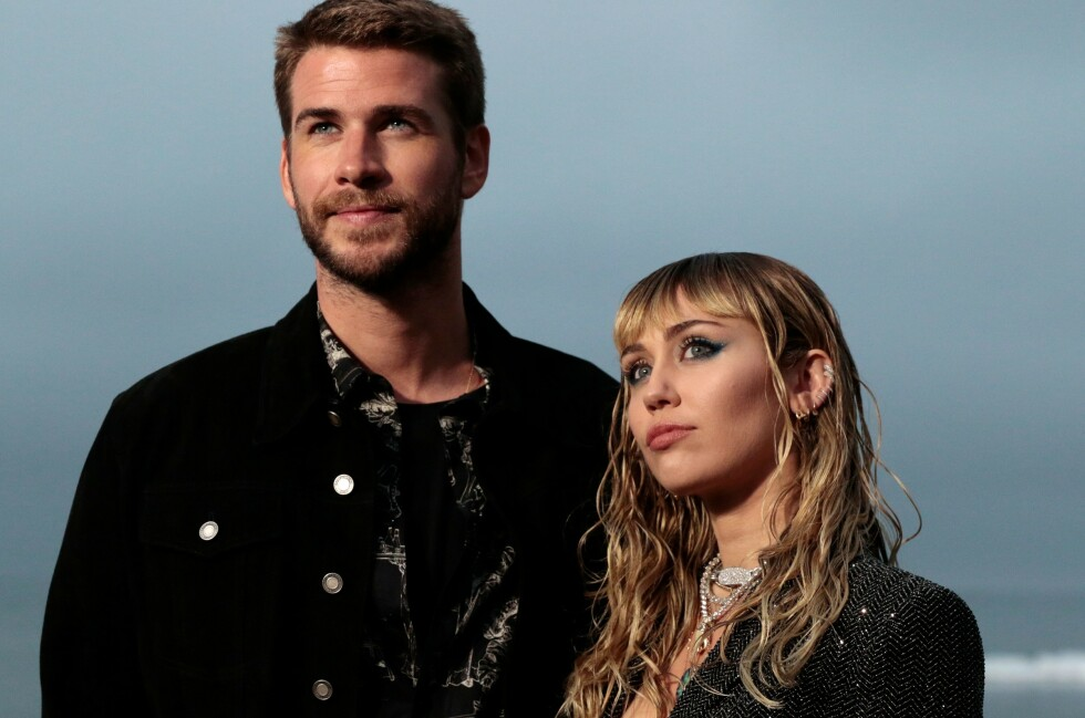 TURBULENT FORHOLD: Miley Cyrus og Liam Hemsworth kjempet lenge for kjærligheten, men klarte ikke holde sammen. Foto: Kyle Grillot/AFP/NTB
