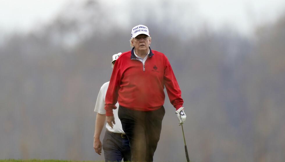 INN I TÅKA: Donald Trump får snart enda mer tid til å spille golf. Foto: AP / NTB