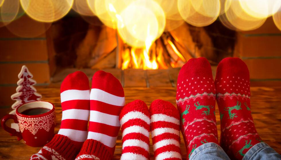 FAMILIEHYGGE: Late dager med familien er en ypperlig tid til quiz. Her er spørsmål for store og små. Foto: Shutterstock