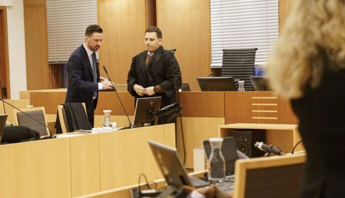 VITNER: Øyvind Bratlien og Fisnik Baki forsvarer 29-åringen. De ble vitne til slåsskampen. Foto: Øistein Norum Monsen / Dagbladet