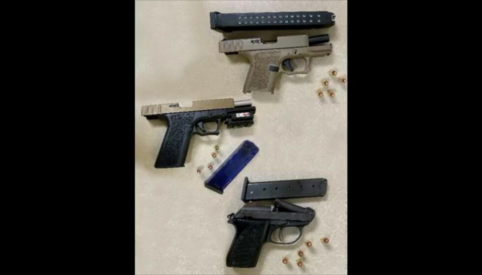 VÅPEN: Seks skarpe våpen ble beslaglagt. Foto: Politiet