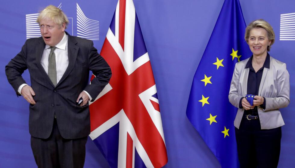 HASTVERK: Presidenten i EU-kommisjonen, Ursula von der Leyen, tok imot den britiske statsministeren, Boris Johnson, onsdag kveld. De ga hverandre frist til søndag med å få til en avtale om forholdet mellom EU og Storbritannia etter nyttår. Foto: Olivier Hoslet / AP / NTB