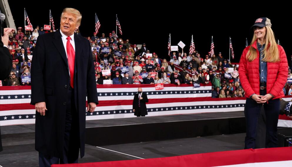 ALLIERTE: USAs avtroppende president, Donald Trump, var denne måneden i Georgia for å drive valgkamp for de republikanske senatorene Kelly Loeffler og David Perdue. Foto: REUTERS/Jonathan Ernst