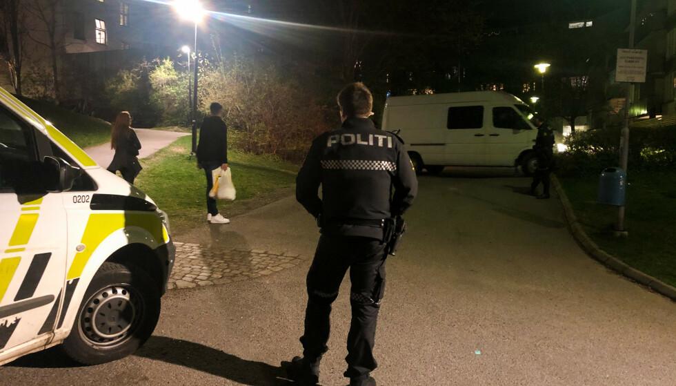 MACHETE-ANGREP: Politiet rykket til Tøyen i våres etter et blodig oppgjør der en ung mann ble hugget med machete. Foto: Øistein Norum Monsen/Dagbladet